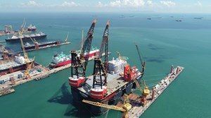 Sembcorp Marine completes world's biggest semi-submersible crane vessel for Heerema