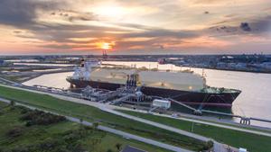LNG carrier loadout
