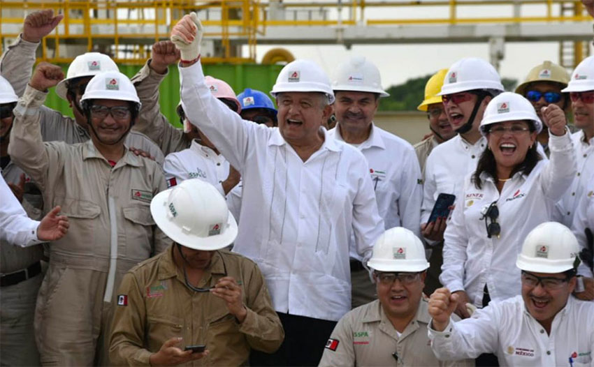 El presidente de México destina 32 mil millones de dólares para ayudar a Pemex a impulsar la producción de petróleo