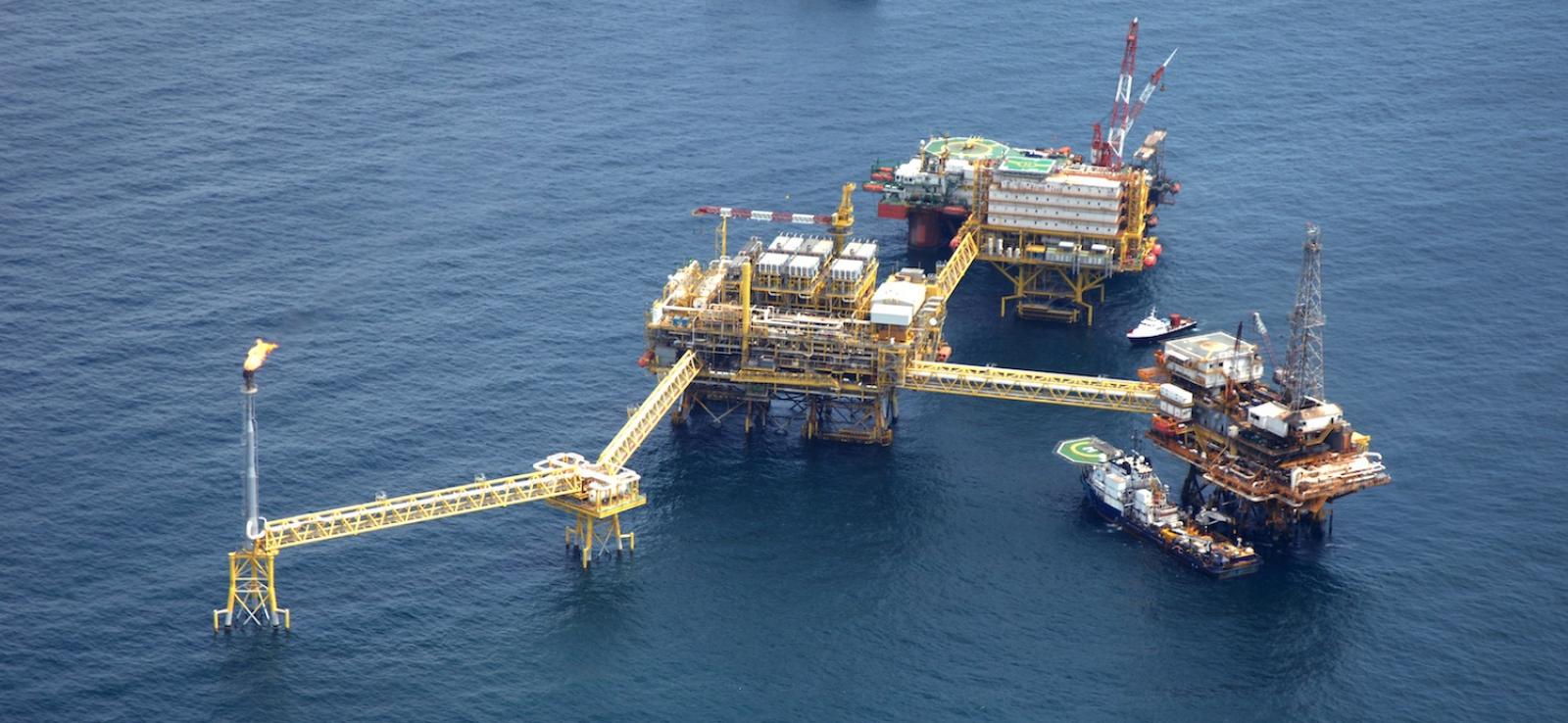Pemex suspende contratos de servicios petroleros, terminando miles de empleos
