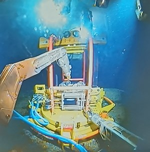 Enpro's F-Decom tooling system deploying their 'anchor hub' onto a subsea cell top.jpg