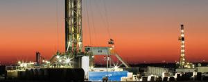 Shale explorers boost U.S. work again despite oil price collapse